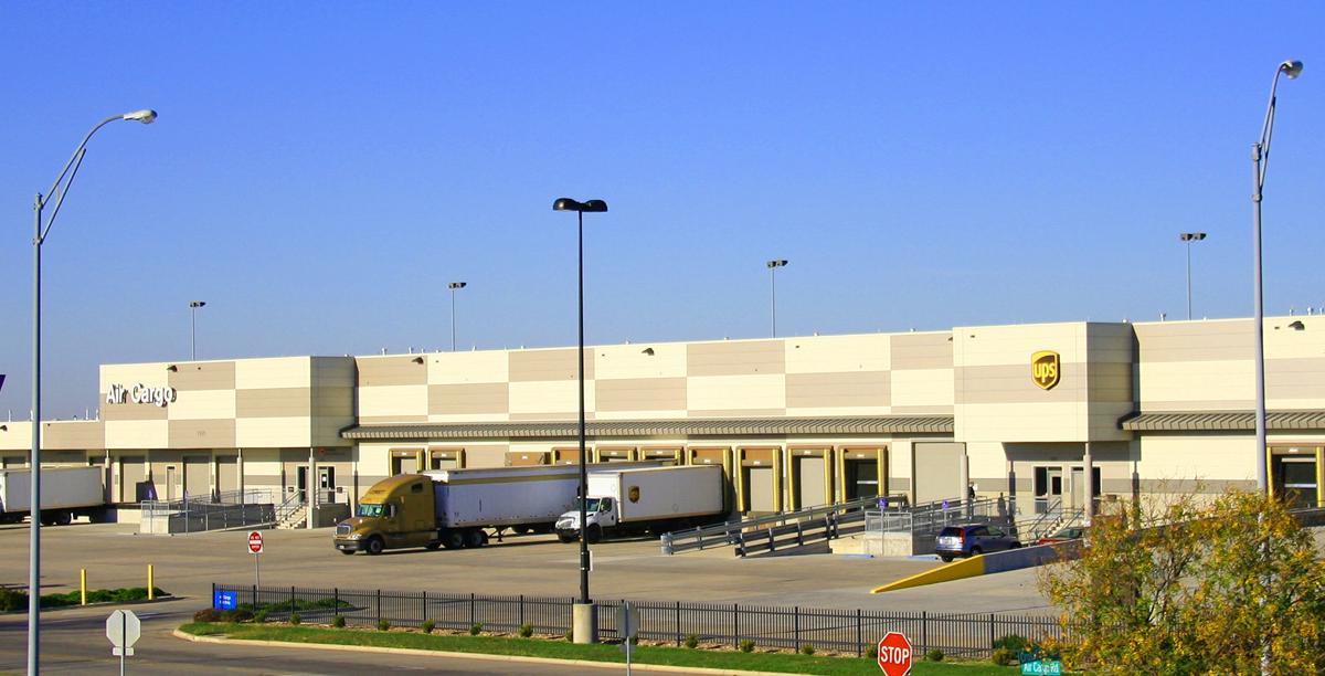 Building 4 · 1935 Air Cargo Road, Suite 700 Wichita, KS · 5,573 SF · Units available for cargo operations